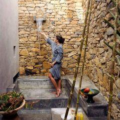 ducha exterior de estilo griego